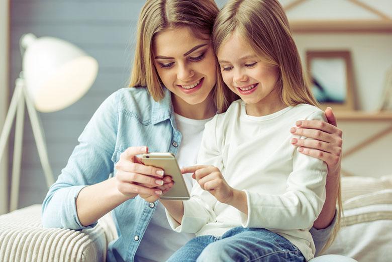 پدرها و مادرها بهتر است از چه زمانی برای فرزند گوشی موبایل هوشمند تهیه کنند؟