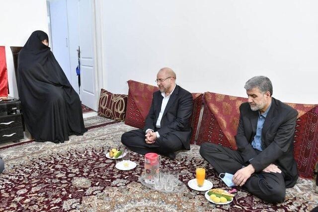 ملاقات رییس مجلس با خانواده شهید مدافع حرم جواد الله کرم